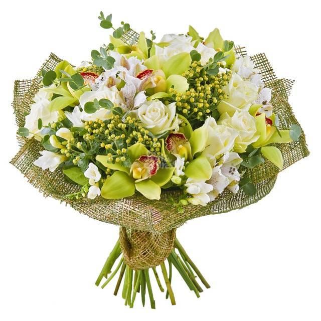 Гармония чувствОрхидеи<br>Букет состоит из нескольких разный видов цветов, смысл которых отличается и<br>создает гармоничную смесь символов. Орхидея отвечает за нежность и<br>утонченность. Белая роза за непорочность, чистоту и светлость. Альстромерии<br>– это удивительная комбинация силы и хрупкости. Обрадовать букетом можно<br>как членов семьи, так и друзей, принося извинения или в качестве приятного<br>жеста.<br>