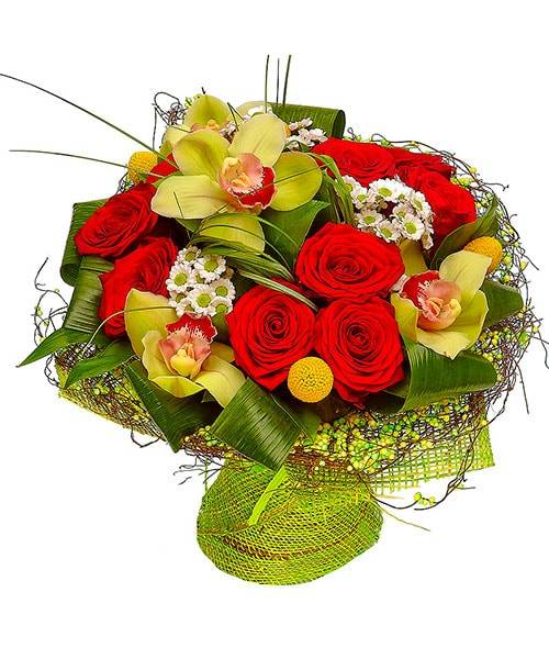 КраскиОрхидеи<br>Букет состоит из любимых всеми орхидей. Эти нежные цветы светло-зеленого оттенка дарят только настоящим друзьям и самым близким людям в честь признания их важности в вашей жизни. Необычные хризантемы сантини солнечного оранжевого цвета, которые приносят в цветочную композицию яркую нотку, олицетворяют долгую жизнь, наполненную счастьем и позитивными эмоциями. Выразительный букет поможет получателю мгновенно забыть обо всех обидах и подарит много радости и эстетического наслаждения.<br>