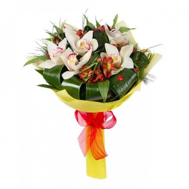 Моей милойОрхидеи<br>Букет «Моей милой» прекрасно подойдет в качестве подарка на первом свидании, ведь наверняка поможет продемонстрировать симпатию и завоевать расположение прекрасной дамы. Изящная цветочная композиция состоит из орхидей, символизирующих совершенство и элегантность, а также утонченных альстромерий, олицетворяющих чистоту и невинность. Обильное украшение из листьев бергаса делают букет еще более привлекательным, красочным и эффектным.<br>