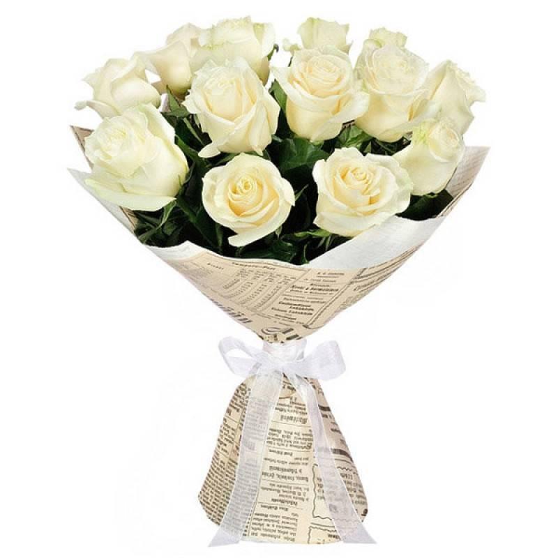 Букет из белых розРозы<br>Белые розы – классика, означающая невинность, чистоту и бескорыстность.<br>Букет придется по вкусу женщинам и мужчинам, дарится друзьям в знак<br>примирения или как приятный жест. Идеально подходит для свадьбы или<br>другого торжества влюбленных сердец. Запах белых роз особенный, его любит<br>большинство людей за непередаваемое ощущение легкости и свободы.<br>