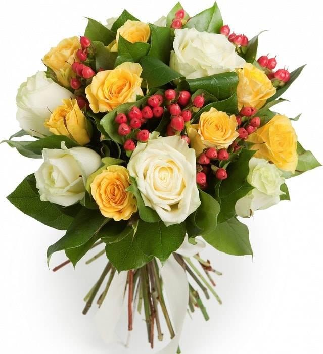 Букет роз МечтаРозы<br>Получить в подарок такой красивый букет мечтает каждый человек с тягой к<br>прекрасному. Желтые розы означают веселье, позитив и расположение, а белые<br>– нежность, невинность, изысканность и чистоту намерений. Гиперикум,<br>дополняющий композицию, отлично вписывается в общую картину, делая<br>букет еще насыщеннее. Цветы подойдут любимой, друзьям или коллегам, по<br>поводу и без.<br>