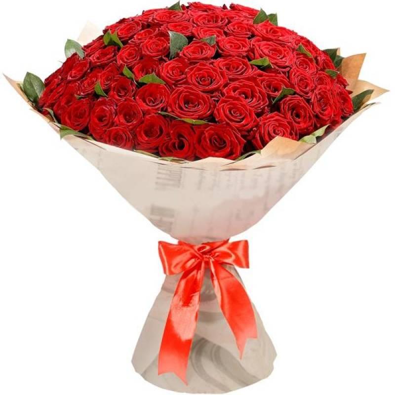 101 красная розаРозы<br>Букет способен произвести настоящий фурор на абсолютно любого человека.<br>Любимая девушка или члены семьи, безусловно, оценят все великолепие<br>огромного количества красивых красных роз. Красный цвет всегда считался<br>символом любви и страсти. Свойственный розам запах наполнит моментально<br>всю комнату, придавая романтичность обстановке.<br>