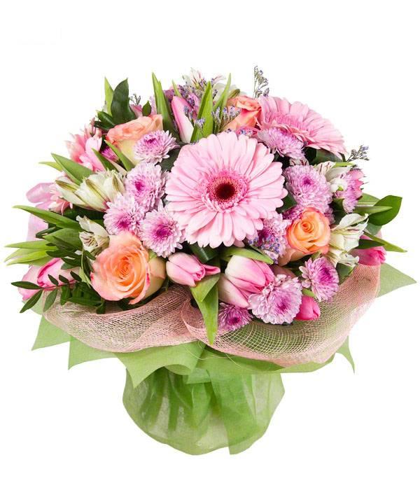 Красота любвиГерберы<br>Оригинальный цветочный микс из гербер, хризантем, роз, тюльпанов и альстромерий – это невероятное сочетание нежных, пастельных оттенков, собранных воедино. Такая композиция придется по душе, как молодым девушкам, так и горячо любимым женам, олицетворяя настоящую красоту любви.  Разнообразие оттенков альстромерии открывает перед флористами широкие возможности, красивые розы с острыми шипами прекрасно дополняют композицию. Не менее гармонично смотрятся крупные герберы на фоне нежных хризантем и тюльпанов, символизирующих приход весны.   Оригинальная цветочная композиция «Красота любви» оправдывает свое название, послужив признанием в пылких чувствах, верности и заботе о близком человеке.<br>
