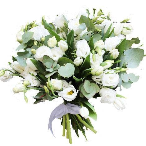ЛёгкостьЛизиантус<br>Пышный букет, состоящий из лизиантусов и тюльпанов прекрасно<br>подходит в качестве подарка на свадьбу, другое важное жизненное событие или как<br>извинение перед любимым человеком, другом или коллегой. Лизиантусы на языке<br>цветов обозначают долгую и счастливую жизнь, удовольствие, а тюльпан<br>символизирует весну и вечную молодость. Букет обладает непередаваемым запахом,<br>который бодрит и заряжает на целый день позитивом. Красивая цветочная<br>композиция придется по нраву близкому человеку, и вы точно увидите желанную<br>благодарную улыбку.<br>