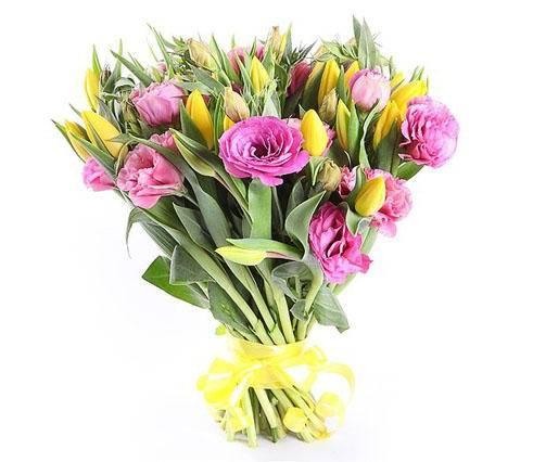 Розовый щербетЛизиантус<br>Букет, состоящий из лизиантусов и тюльпанов, красиво играет яркими цветами,<br>придавая композиции непередаваемо свежий вид. Можно подарить «Розовый<br>щербет» друзьям, поднимая настроение и показывая свое теплое отношение. А<br>можно и девушке, демонстрируя свои разнообразные, как и сам букет, но<br>положительные чувства и эмоции.<br>