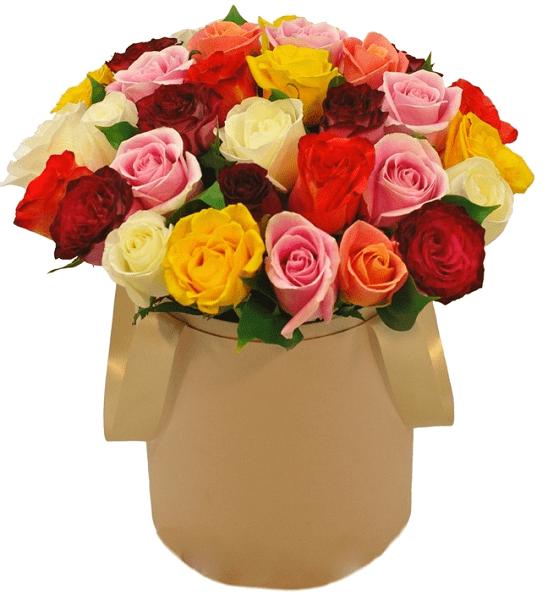 Разноцветные розы в коробкеЦветы в коробке<br>Розы – цветы прошлого, настоящего и будущего, они останутся<br>в моде навсегда, ведь это классика. Букет, состоящий из роз самых разнообразных<br>оттенков порадует любого члена семьи или близкую сердцу даму. Белый цвет<br>выразит нежность и свет, розовый – трогательность отношений, красный –<br>насыщенные чувства, желтый – счастье и улыбку, а оранжевый – самые лучшие<br>пожелания. Цветочная композиция в стильной коробке подойдет для любого повода и<br>навсегда запомнится получателю.<br>