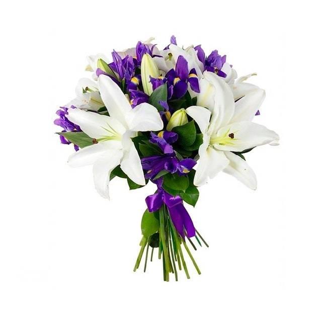 Для ВасЛилии<br>Сочетание нежного цвета белых лилий и успокаивающих фиолетовых ирисов<br>делают букет универсальным, дарить его уместно в любой ситуации и любому<br>человеку: любимой, начальнику, близкому другу, родственнику. Даже на языке<br>цветов лилии и ирисы означают изысканность, нежность и утонченность –<br>качества, подходящие всем. Букет «Для вас» - отличный выбор по любому<br>поводу.<br>