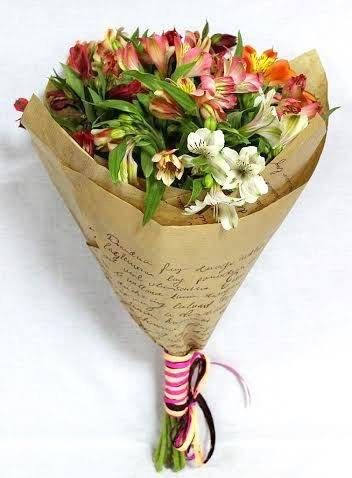 ДушевныйАльстромерии<br>Букет «Душевный» состоит из семи альстромерий. Это яркие цветы, известные<br>в народе своей ненавязчивостью и универсальностью. Подарить букет можно<br>любому близкому человеку, чаще всего дарится целеустремленным женщинам,<br>показывая свое восхищение. Идеально подойдет коллегам или друзьям,<br>выражая душевное отношение и готовность поддержать.<br>
